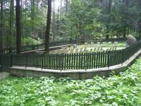 Pietně upravený hřbitov