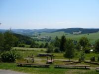 Výhled od chaty k horní části osady Telecí