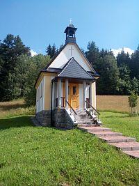 Okolím Strážného, přes krásné kapličky, dávnověkou přehradní hráz a jedovatý kopec Kunžvart