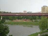 Nepomucký rybník s tubusem metra