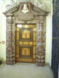 portál na schodišti 1 patra