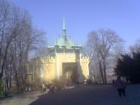 Dnes se projdeme Petřínskými sady a Kinského zahradou