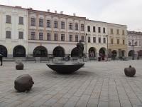 Nový Jičín nová kašna a socha sv. Mikuláše na Masarykově náměstí