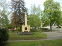 pomník v parku