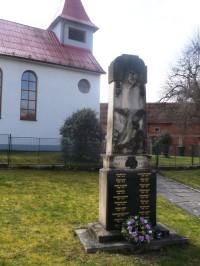 pomník u kaplnky