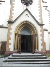 vchod do kostola