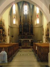 pohľad na hlavný oltár