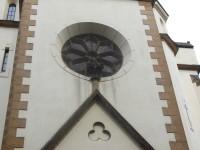 pohľad na jedno z okien