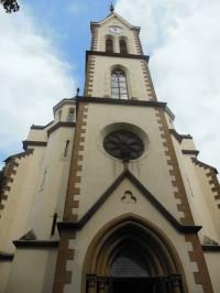 pohľad na vežu kostola