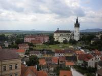 Biskupství ( vlevo) a katedrála sv. Štěpána.