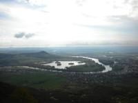 Řeka Labe obtáčející Píšťanské jezero.