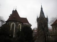 Kostel svatého Jindřicha a svaté Kunhůty v Praze.