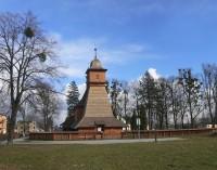 Dřevěný kostel Svaté Kateřiny v Ostravě - Hrabové - pohled z cyklostezky