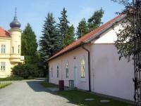 Doloplazy-zámek-budovy čestného dvora-Foto:Ulrych Mir.