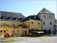 Velká Bystřice-zámek a věž se zbytkem tvrze z nádvoří-Foto:Ulrych Mir.