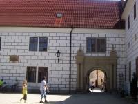 Třeboň-zámek-brána do Krčínovy ulice-Foto:Ulrych Mir.