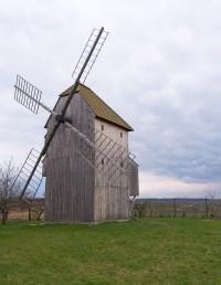 Větrný mlýn na kopci Větřák