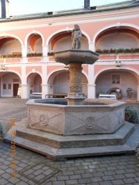 Kašna na Sokolovském zámku