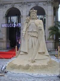 Socha z písku Karla IV. v Karlových Varech