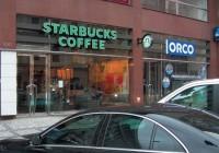V prostorách tradiční jídelny je dnes kavárna  Starbucks Coffee