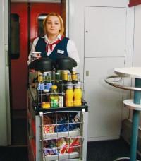 """Třetím """"do party"""" je stevardka jídelního vozu Andrea Busková"""