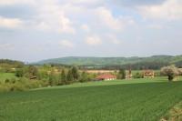 Pohled přes Prosatín k údolí Blahoňůvky