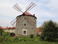 Ostrov u Macochy - větrný mlýn
