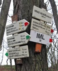 Turistické rozcestí Hrad Veveří-příkop