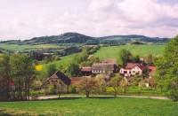 Pohled na hřeben Horního lesa od Věstínku