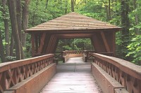 Hrad Veveří - dřevěná lávka přes Veverku