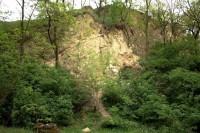 Pohled na hlavní skalní stěnu na Kobylské skále