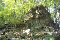 Horní Židovka - skalní útvar se suťovým svahem a přirozenými lesními porosty