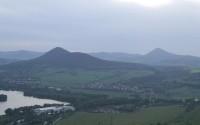 Pohled z Radobýlu na horu Lovoš