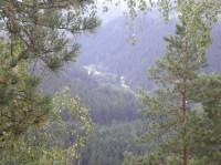 Dračí skály: V údolí je Čenkova Pila.