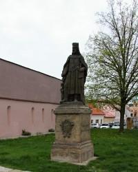 Socha Karla IV. v Mělníku u výhledu na soutok