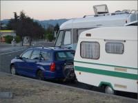 Vyspali jsme se naprosto bez problémů, s karavanem na nožičkách.