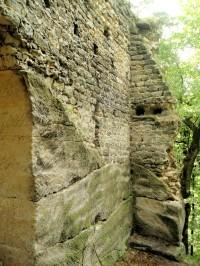 Hrady a tvrze v okolí Holan