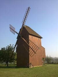 Větrný mlýn u Starého Poddvorova.