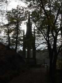 Pomník knížete Karla Egona II. z Fürstenbergu na Křivoklátě.