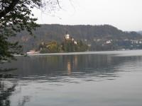 Slovinský Bled - město, jezero a hrad.