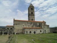 Bazilika Santa Trinita di Saccargia a sardinská svatba.