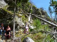Odpočinek pod skalou