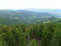 Výhled z rozhledny směrem do Česka