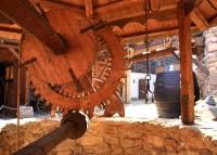 studna na nádvoří v Červeném Újezdě