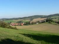 Osule, pohled ze svahu na Vitějovice