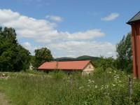 Tetětice, hosp. budova v pozadí Doubrava