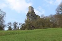 Cesta kolem hradu Trosky.