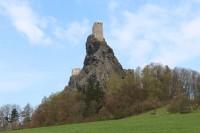 Trosky, věž Panna od východu