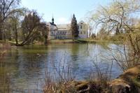 Kopidlno, pohled na zámek přes rybník
