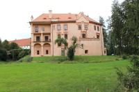 Vrchotovy Janovice, pohled na zámek od východu
